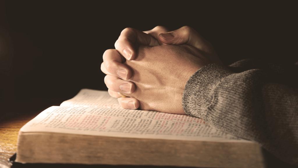 поклонение Богу в вере и истине. Молитва и Библия